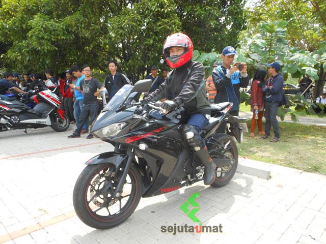 Test Ride YZF R25